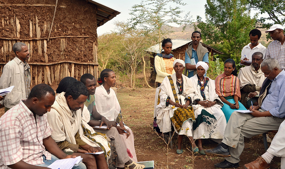 Community members in Yefag kebele explain how they practice gender-responsive budgeting to a group of newly trained governmental officials from different districts across Ethiopia. Photo: UN Women/Kristin Ivarsson