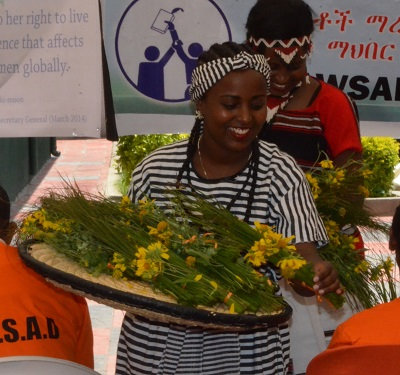 Celebrating the Opening of the new Safe House in Oromia with flowers (Photo credit : UN Women)