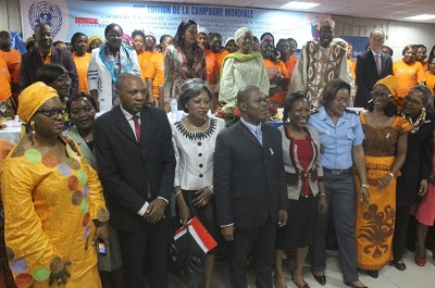 Hundreds of participants pose for family photo with Ministers, UN Women Representative, UN agencies and diplomatic corpe ofter kick off of 16 days activism campaign in Yaounde.Photo credit : J Fajong /UN Women Cameroon