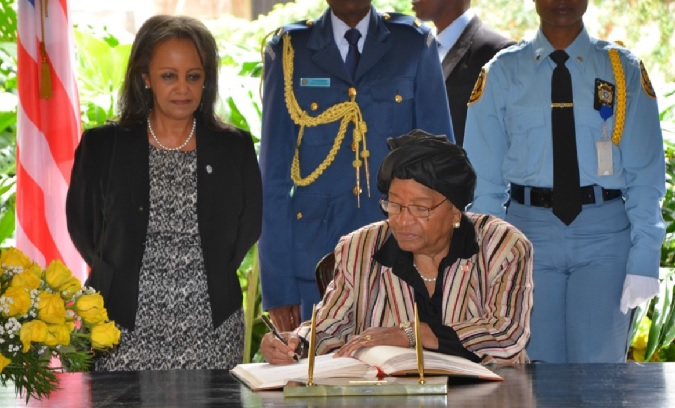 H.E. Ms. Ellen Johnson-Sirleaf, President of the Republic of Liberia signing the visitors book at the UN complex in Nairobi Photo credit: UN Women/ Martha Wanjala