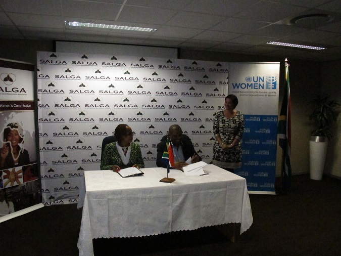 UN Women SAMCO Representative Anne Githuku-Shongwe (Left) and South African Local Government Association CEO Xolile George sign a memorandum of understanding between their respective organisations.