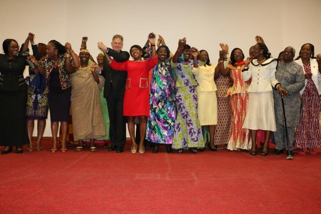 Family photo of women leaders with guests. Photo - UN Women Ivory Coast