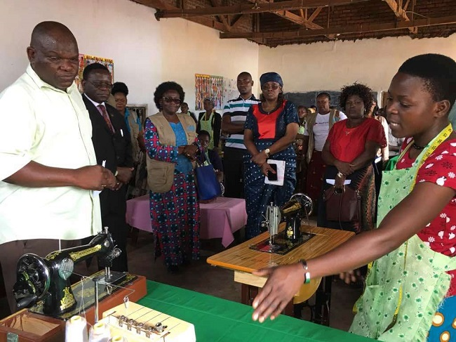 The Regional Director visited textile and garment making Cooperatives in Salima of persons with disabilities.                      Photo: UN Women