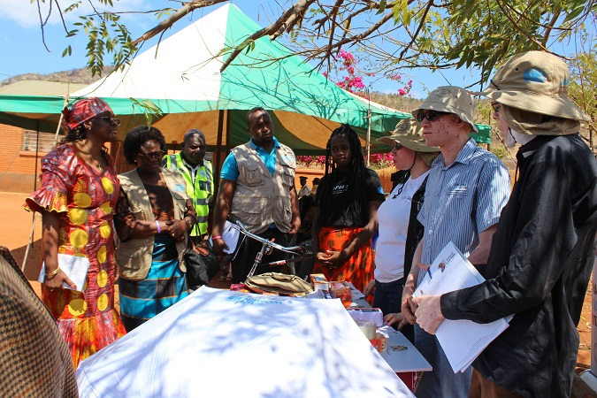 The Regional Director visited persons with albinism to learn more about the protection and promotion of the rights of persons with albinism in Mangochi. Photo: UN Women