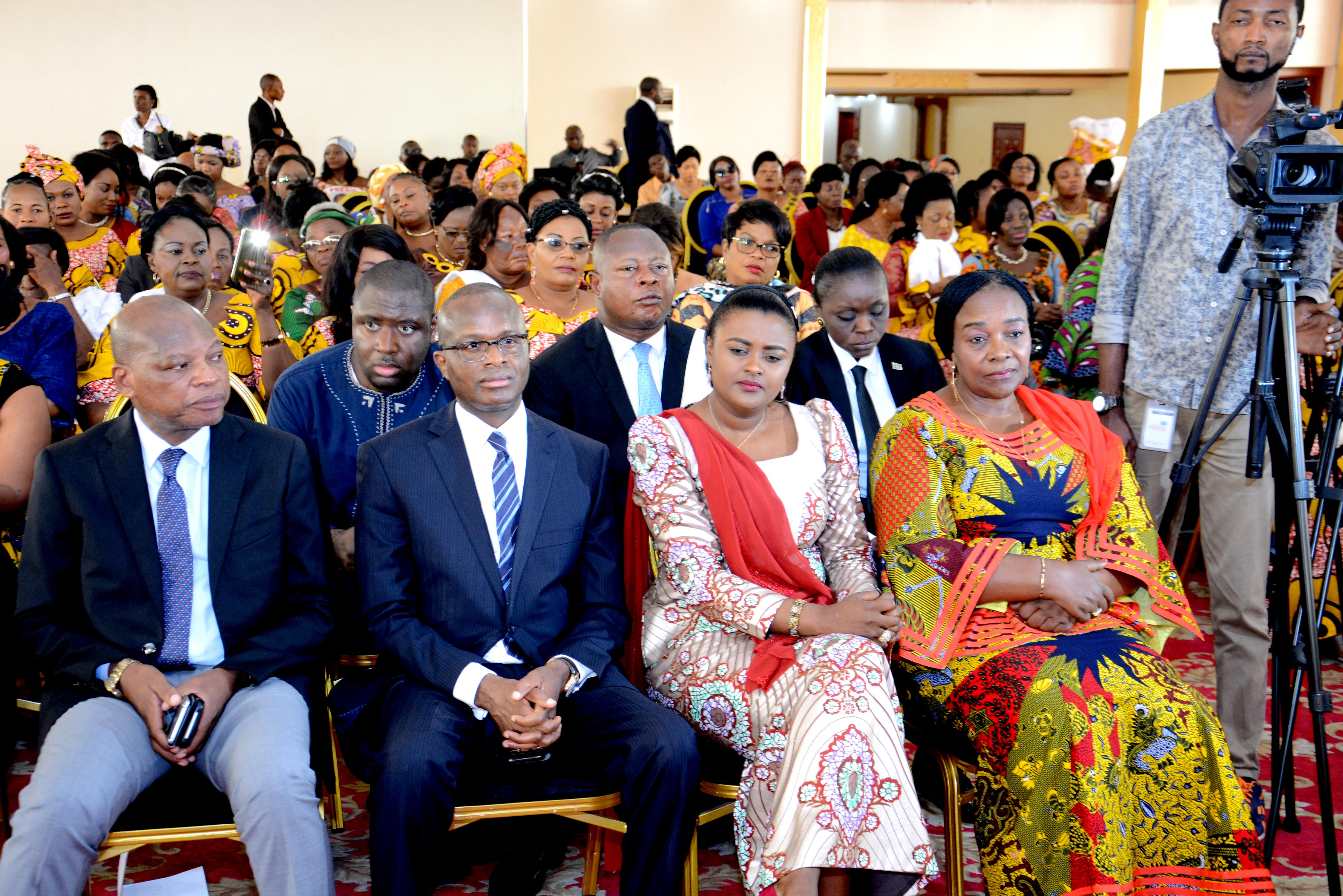 The members of the government and the Senat at the forefront of the guests.