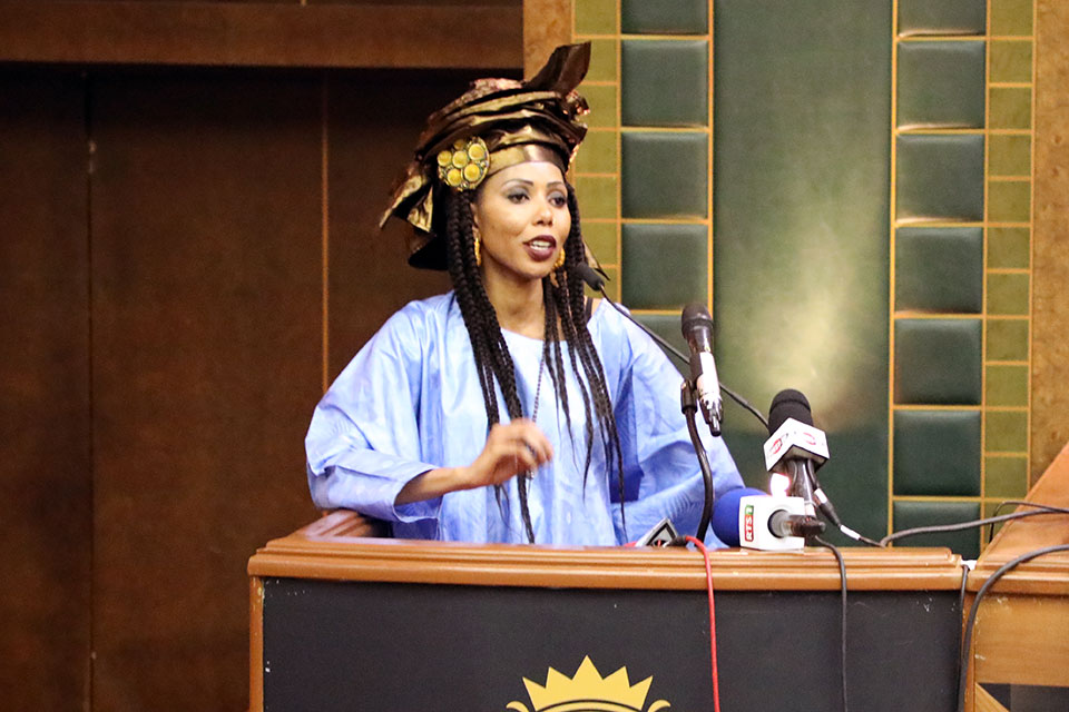 Regional Goodwill Ambassador Jaha Dukureh speaks during the first African Summit on FGM and Child Marriage in Dakar, Senegal. Photo: UN Women/Dieynaba Niabaly