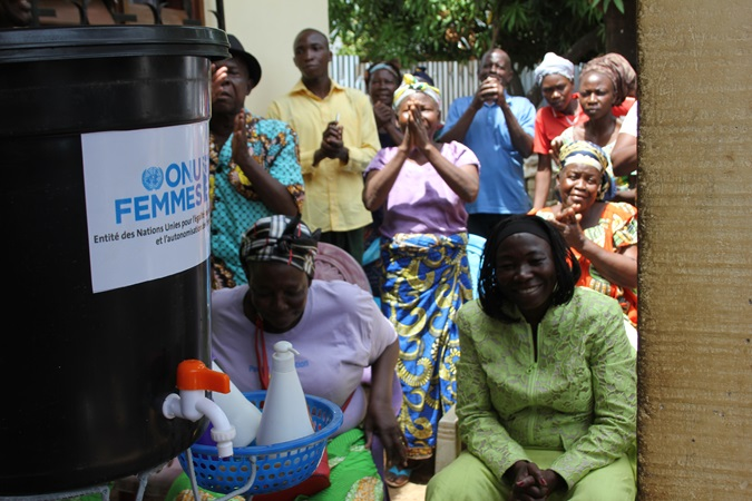 Women from the locality of the Bégoua district, in the 8th district of Bangui, came to listen to the demonstration of the best use of the washing stations distributed by UN Women and the Ministry of Women. Photo: UN Women/Novella Nikwigize