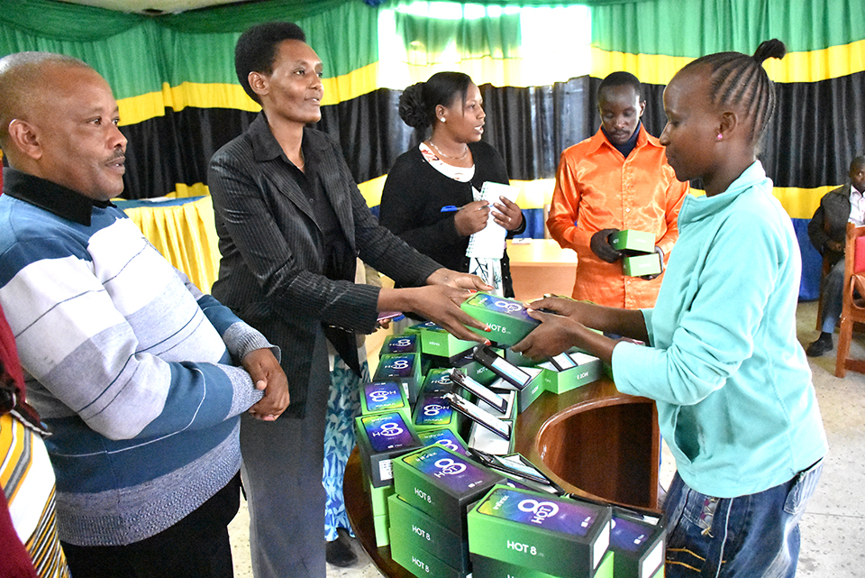 UN Women handed over 75 smart phones to young women and out of school adolescent girls to help strengthen their businesses. Photo by UN Women.