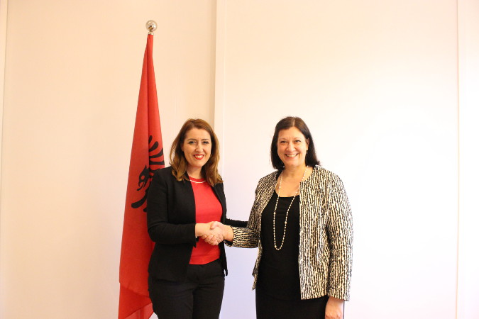 UN Women Regional Director for Europe and Central Asia, Alia El-Yassir (right) and the Minister of Health and Social Protection, Ms. Ogerta Manastirliu. Photo: UN Women Albania