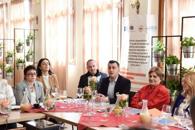 Civil society organizations meeting with local government representatives in Elbasan. Photo: Gazeta Shqiptare