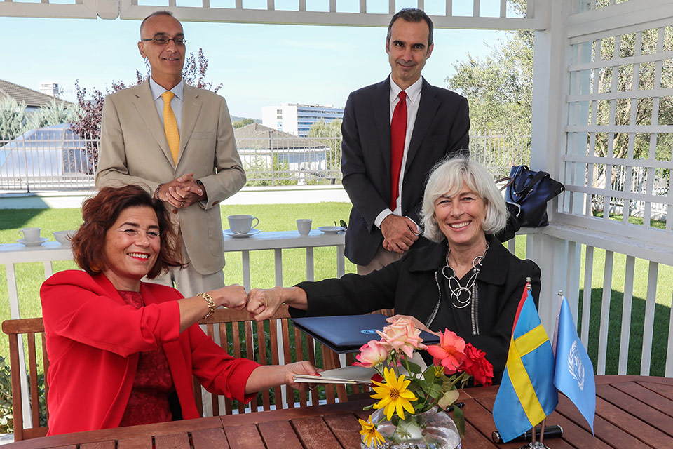 Left to right: Swedish Ambassador in Albania, Elsa Hastad and UN Resident Coordinator in Albania, Fiona McCluney signing the agreement of support to the SDG Acceleration Fund for post-earthquake recovery - for child protection and to build women's resilience. Photo: United Nations Albania