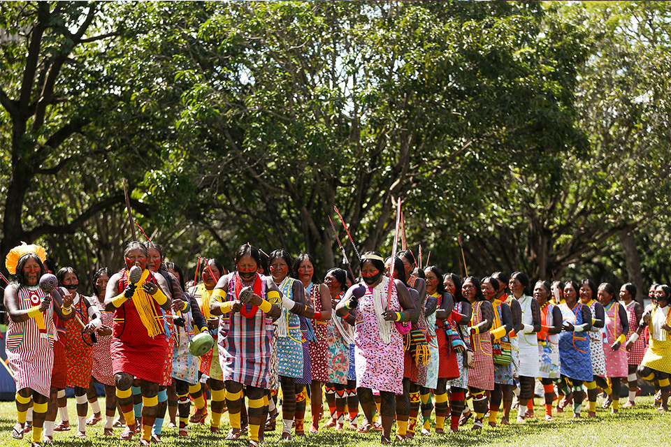 Indigenous people from all over Brazil go to Brasília to participate in the Acampamento Terra Livre (Camp Free Land). (2018) – Photo: Marcelo Camargo/ Agência Brasil