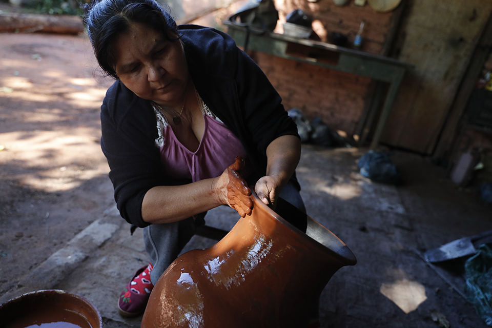 Paraguayan craftswomen face the crisis with solidarity and self-management