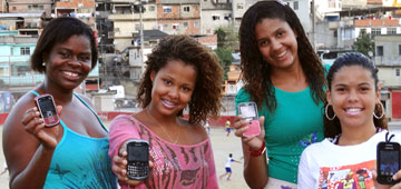 Nubia Felix (right) is one of the project's community trainers in the favela of Complexo do Alemão.