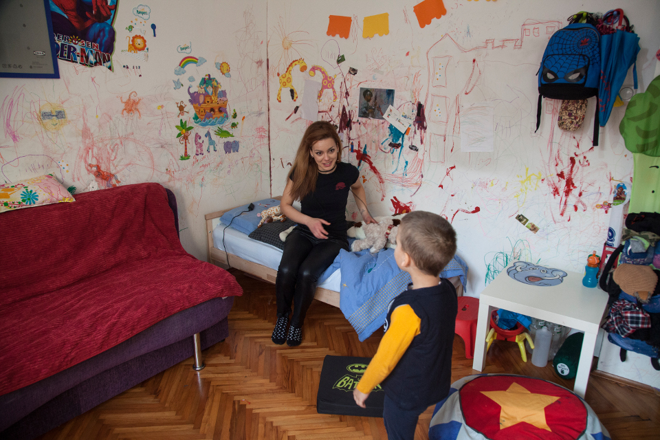 """Doroti Pachkova, President of the Association of single mothers """"One Can,"""" provides support to single mothers in legal matters, as well as emotional support to those in need. Photo: UN Women Europe and Central Asia/Rena Effendi"""