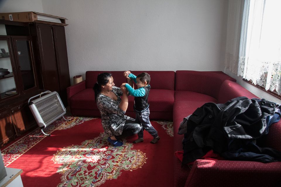 26-year-old Firdez Ademoska is a Roma woman and a mother of three children. She started dating her husband at the age of 11 and left her home to move in with him at the age of 13. Photo: UN Women Europe and Central Asia/Rena Effendi
