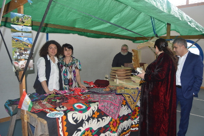 Tajik cheese makers demonstrating national handicrafts at the public event co-organised by the 'Glarnerland Agrotourism Group' and UN Women in the mountain village of Schwändi in the District of Glarus. Photo: UN Women/Martina Schlapbach