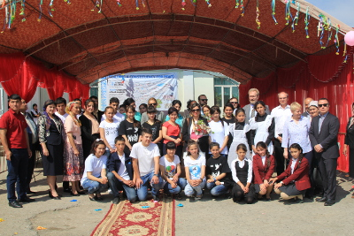 Group photo of the UN Women project site visit in Uch-Korgon, Batken region, Kyrgyzstan. Photo: UN Women/Meriza Emilbekova