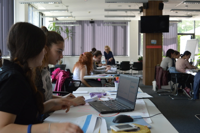 Bosnian girls learn how to code using HTML and CSS. Photo: IT Girls