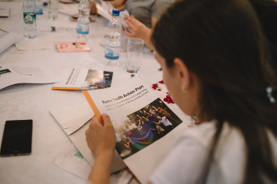 """A summer school teaches Roma women and men from Moldova about gender equality and their rightsPhoto: UN Programme """"Women in politics""""/ Ramin Mazur"""
