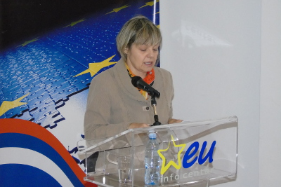 Ljiljana Loncar, advisor on gender equality to the Serbian deputy PM, talking about the legislation which has been adopted in Serbia but has yet to be implemented. Photo: EU Info Center/Bojan Sarac