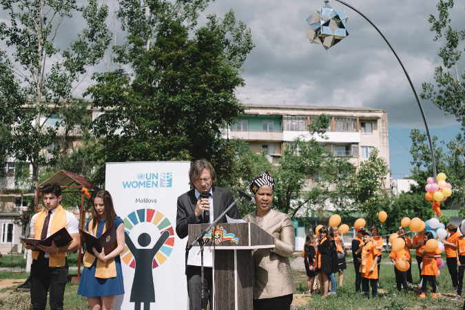 Un Women Executive Director Phumzile Mlambo-Ngcuka delivers her speech during Public Art launching in central park of Causeni, Republic of Moldova. Photo: Un Women/raimn Mazur