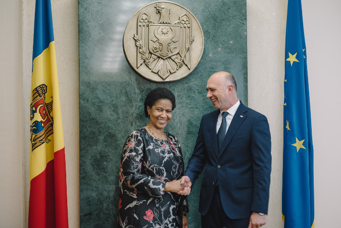 Ms. Phumzile Mlambo-Ngcuka at the meeting with Pavel Filip, Prime Minister of Moldova. Chisinau, Republic of Moldova.  Photo: UN Women Moldova/ Ramin Mazur
