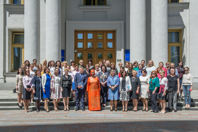 Women of Ukrainian MFA together with UN Women Executive Director, Phumzile Mlambo-Ngcuka. Photo: UN Women/Volodymyr Shuvayev