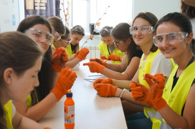 UN Women Moldova empowers women in STEM through its GirlsGoIT multi-partner initiative. Photo: GirlsGoIT