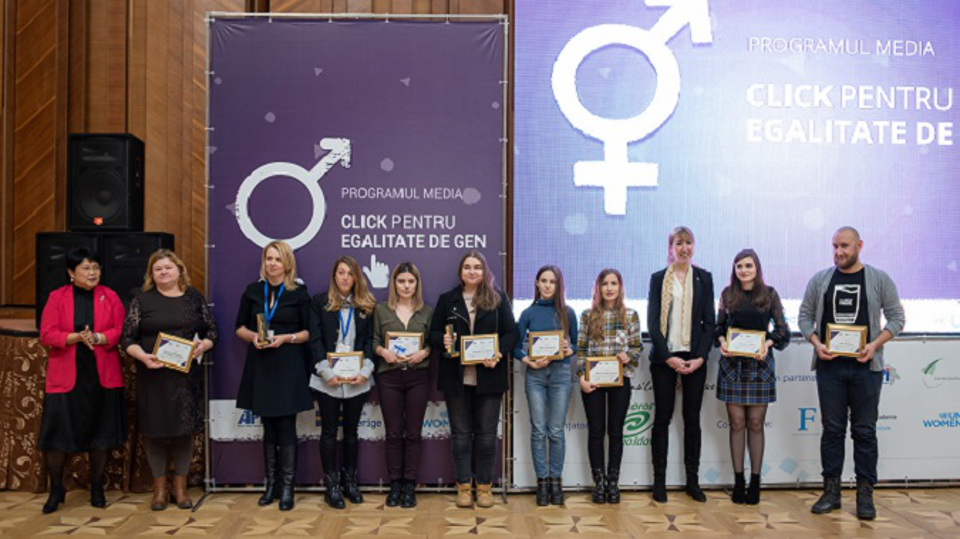Journalists who promote gender equality have been awarded. Photo: UN Women Moldova/ Ramin Mazur
