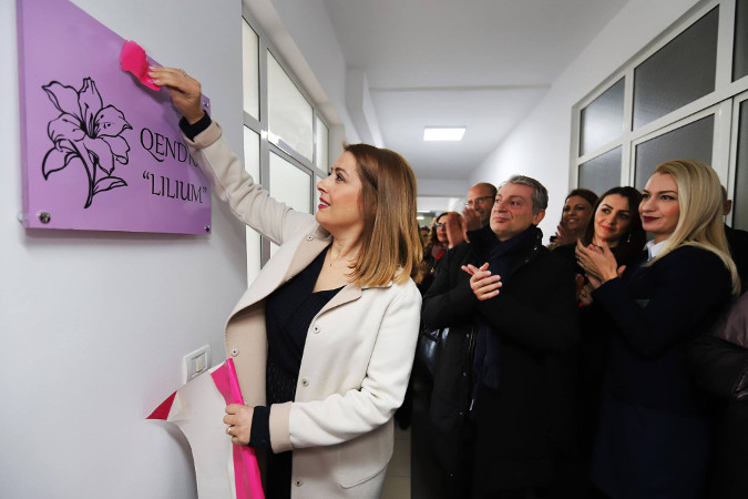 - Minister of Health and Social Protection, Ogerta Manastirliu uncovering the name of the first service center for victims of sexual violence in Albania. Photo: Photo credit: Ministry of Health and Social Protection