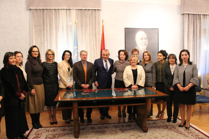 UN Women Representative in Albania, Giuseppe Belsito and Speaker of Parliament of Albania, Gramoz Ruçi, signing the Memorandum of understanding in the presence of women members of parliament and women councilor. (left to right). Photo: UN Women Albania