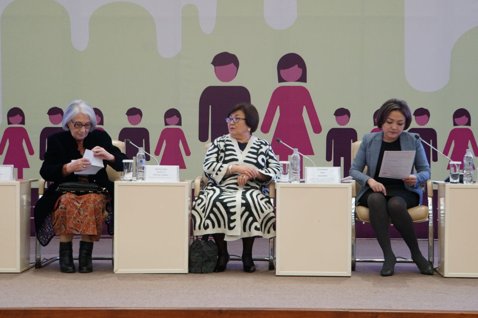 Panel discussions within the forum of women MPs to promote 30% gender quotas in local parliaments of in the Kyrgyz Republic. Photo: Aidana Dooronova