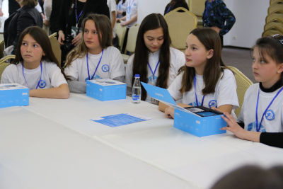 Participants learn new skills in the workshop.  Photo Credits: UNICEF Kosovo Programme