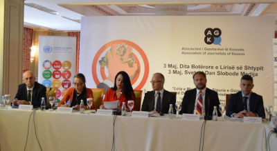 """Panelists in the roundtable """"Challenges to Freedom of the Media and the Safety of Journalists in Kosovo"""" Photo: UN Women in Kosovo"""
