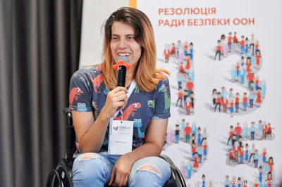 Sofiya Grubova, an LBTIQ woman with disability sharing her experience at the panel. Photo: UN Women/Andrii Maksimov