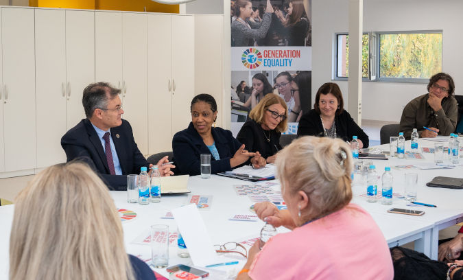 Ms. Mlambo-Ngcuka met with CSOs and discussed the challenges and opportunities they face in the context of the Beijing+25 commemoration. Photo: UN Women/Adnan Bubalo