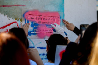Young girls working on the mural. Photo: UN Women Kosovo