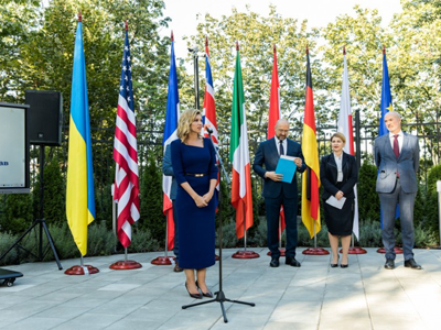From left to right: Olena Zelenska, Ukraine´s First Lady, Denys Shmyhal, Prime Minister of Ukraine, Olha Stefanishyna, Deputy Prime Minister for European and Euro-Atlantic Integration, Etienne de Poncins, French Ambassador to Ukraine. Photo: The Presidential Office of Ukraine