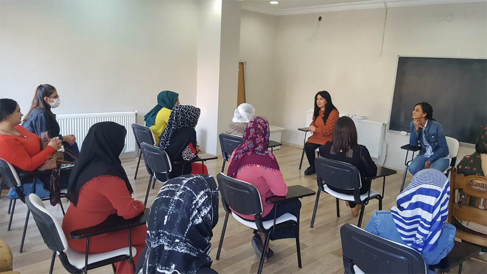 Women share their experiences during a counselling session. Photo: KAMER
