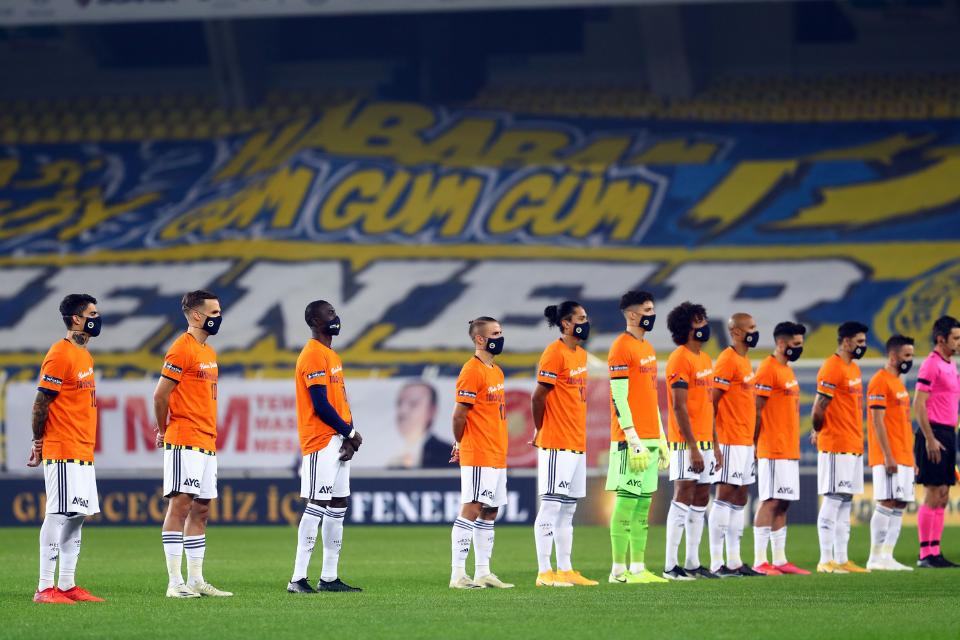 The Fenerbahçe soccer team wore orange t-shirts and firefly masks to raise awareness before their match on November 26.  Photo: Fenerbahçe Sports Club