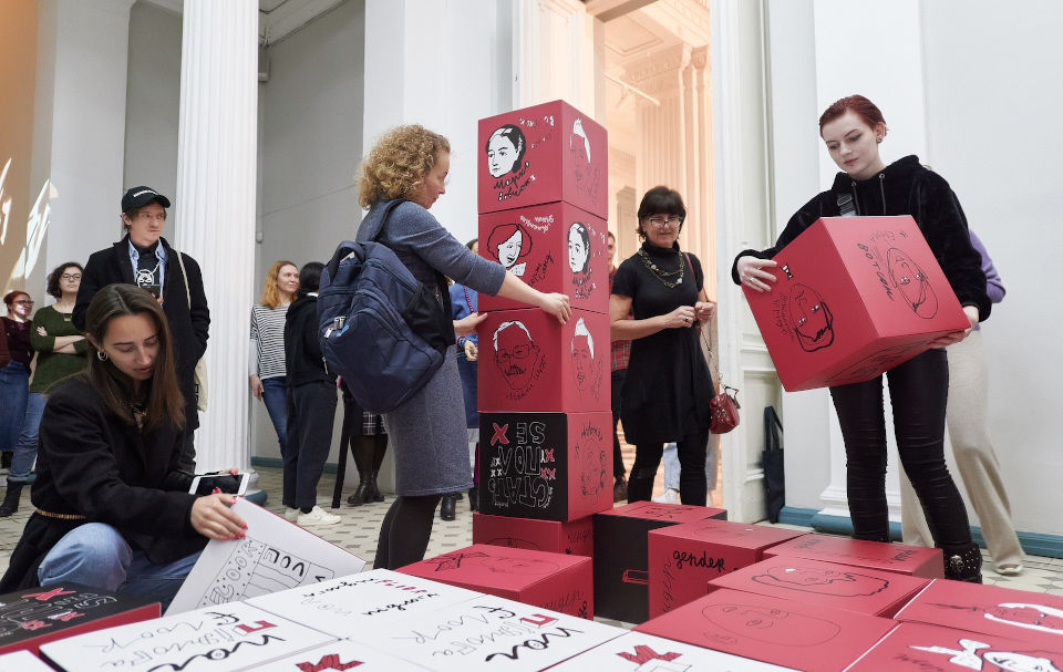 Guests interact with the art installation by building sculptures, putting together hidden phrases about equality, finding images of people from different genders. Photo: UN Women / Andriy Maxymov