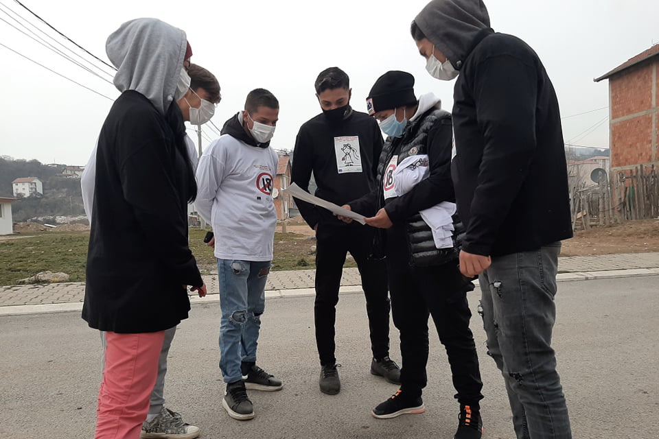 """A """"door-to-door"""" awareness-raising campaign on the issue of early marriages reached around 2000 people from minority communities in five municipalities in Kosovo. Photo: NRAEWOK"""