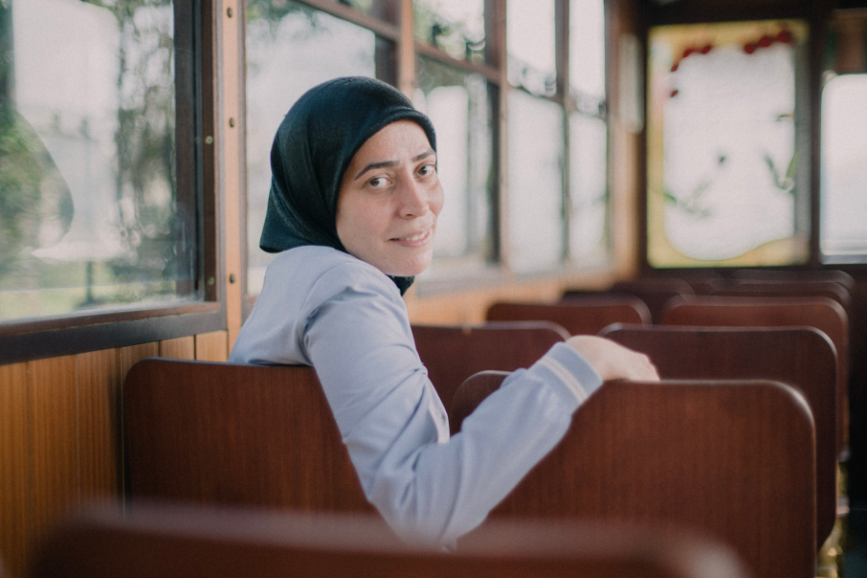 """Having set off in a new direction with her life using her newly acquired skills, Rafif Hamami, a 36-year-old Syrian refugee, says, """"I aim to move forward."""" Photo: UN Women/İlkin Eskipehlivan"""