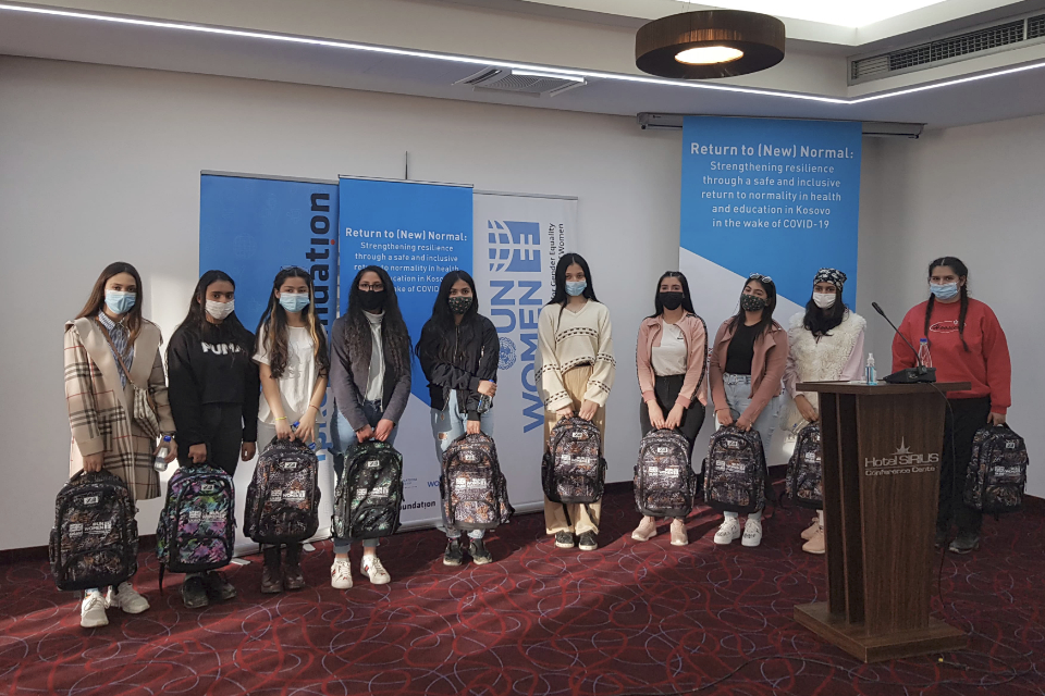 The 20 young women and girls who received laptops on February 22. 170 more laptops will be distributed to young women from non-majority communities with the aim of preventing their school drop-out. Photo: UN Women