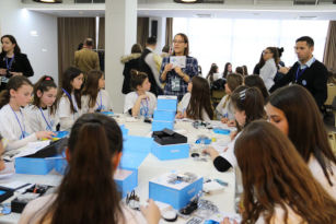 """Girls from ten municipalities in Kosovo take part in which the """"Girls Innovate for Change"""" workshop, where they acquire skills related to robotics, 3D design and printing, programming as well as web design Photo: UNICEF Kosovo Programme"""