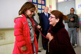 Princess Nisreen El-Hashemite presents a medical stethoscope to a Turkish girl whose dream is to become a doctor. Photo: UNFPA Turkey