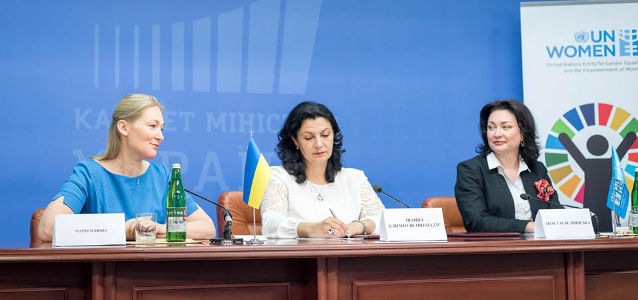 (left to right) Maria Ionova, Member of the Parliament and member of Equal Opportunities Caucus; Ivanna Klympush-Tsintsadze, Deputy Prime Minister of Ukraine for European and Euro-Atlantic Integration; and Anastasia Divinskaya, UN Women Country Programme Manager/Head of Office in Ukraine at the event, dedicated to the signing of the Host Country Agreement. Photo: Cabinet of Ministers of Ukraine