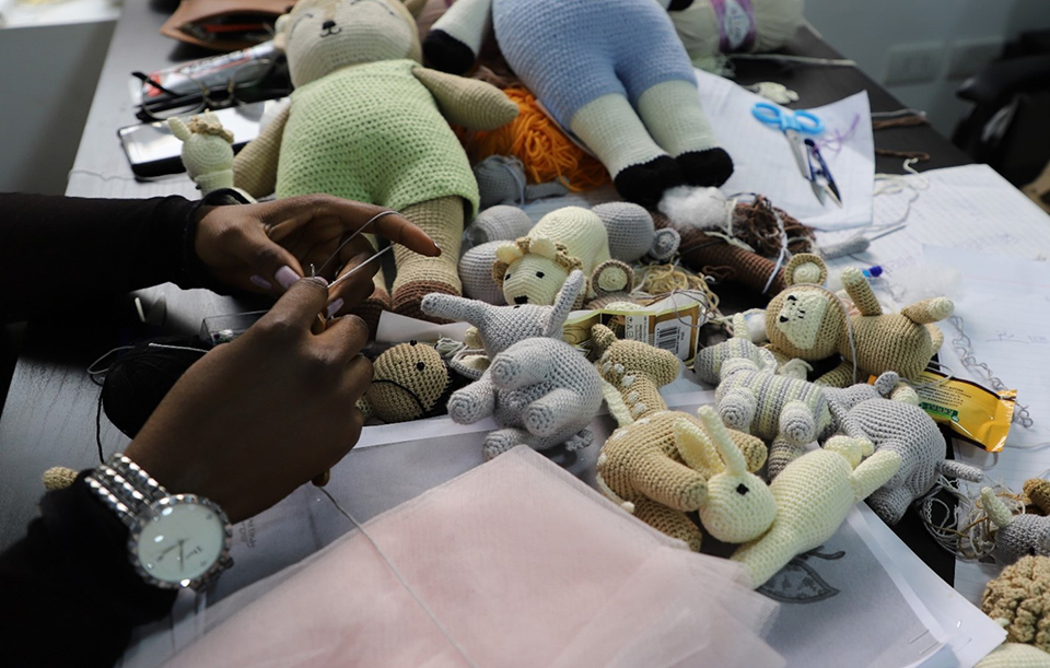 """Malak sewing an Amigurumi toy during her work at """"Vandi"""". Photo: UN Women/Mohamed AbdelHameed"""