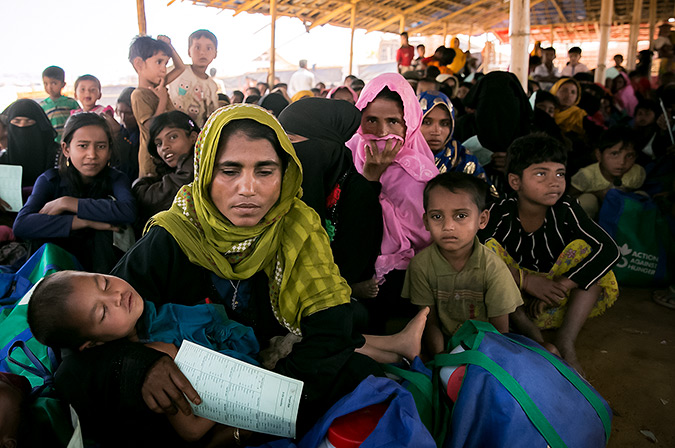 Women are seen at an ACF donation point In Balukhali Rohingya Refugee camp February 1, 2018 in Chittagong district, Bangladesh. Photo: UN Women/Allison Joyce